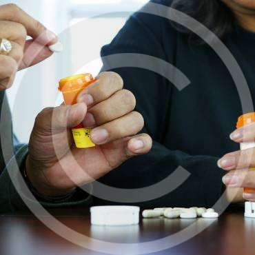 How to help seniors manage medication